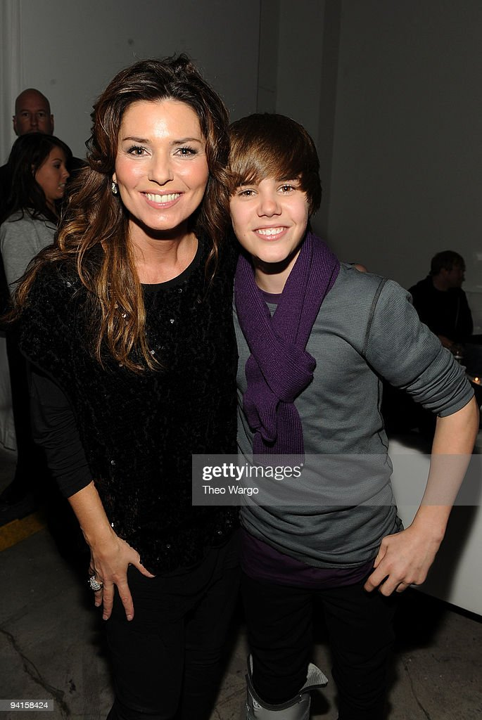 Singers Shania Twain (L) and Justin Bieber attend the launch of VEVO, the world's premiere destination for premium music video and entertainmentat Skylight Studio on December 8, 2009 in New York City.