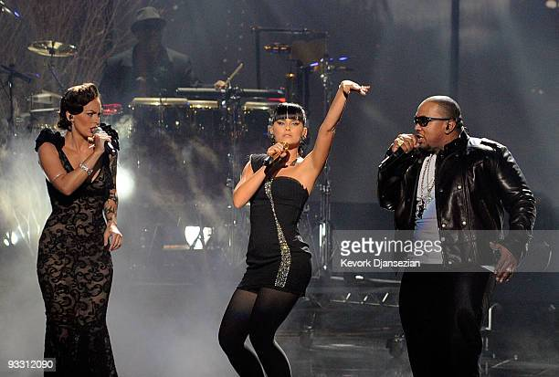Singers SoShy Nelly Furtado and Timbaland perform onstage at the 2009 American Music Awards at Nokia Theatre LA Live on November 22 2009 in Los...