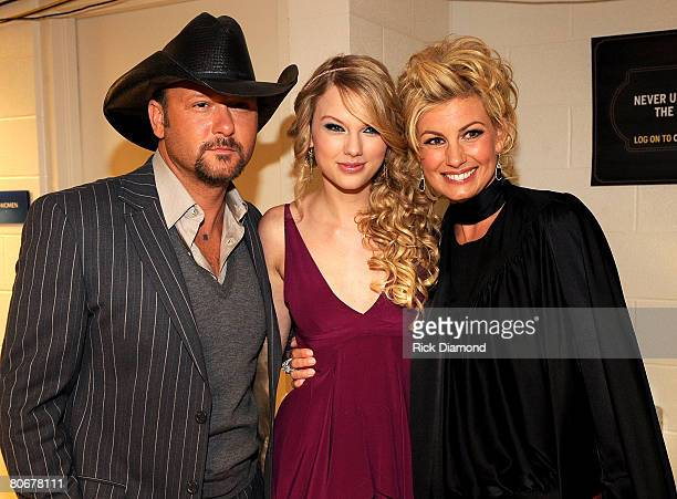 NASHVILLE TN APRIL 14 Singers Tim McGraw Taylor Swift and Faith Hill seen backstage during the 2008 CMT Awards at Curb Event Center at Belmont...