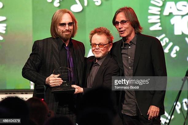 Singers Tom Petty Paul Williams and Jackson Browne speak during the 2014 ASCAP Pop Awards at Lowes Hollywood Hotel on April 23 2014 in Hollywood...