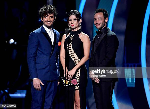 Singers Tommy Torres Paula Fernandes and Luciano Pereyra speak onstage during The 17th Annual Latin Grammy Awards at TMobile Arena on November 17...