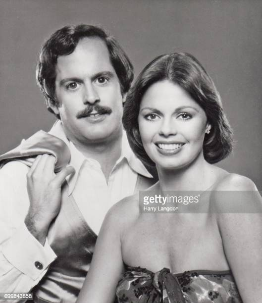 Singers Toni Tennille; Daryl Dragon of the Duo Captain and tennille pose for a portrait in 1976 in Los Angeles, California.