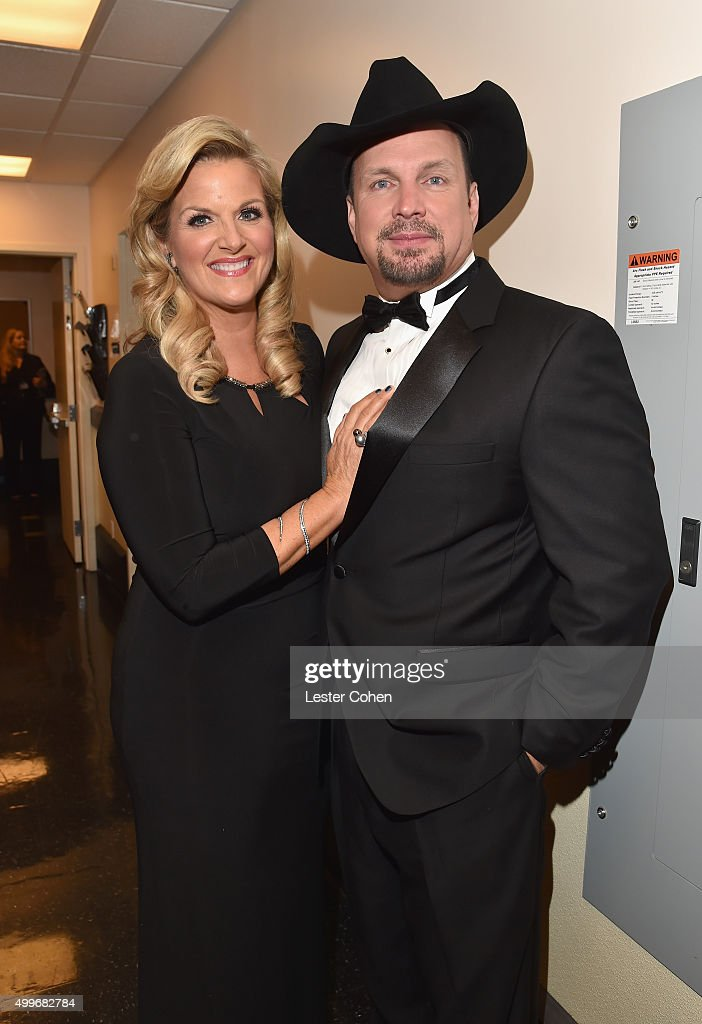 Singers Tricia Yearwood and Garth Brooks pose backstage during 'Sinatra 100: An All-Star GRAMMY Concert' celebrating the late Frank Sinatra's 100th birthday at the Encore Theater at Wynn Las Vegas on December 2, 2015 in Las Vegas, Nevada. The show will air on CBS on December 6.