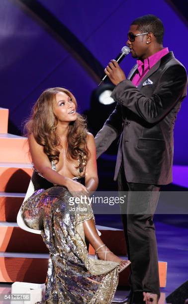 Singers Usher and Beyonce Knowles of Destiny's Child perform on stage at the 2005 World Music Awards at the Kodak Theatre on August 31 2005 in...