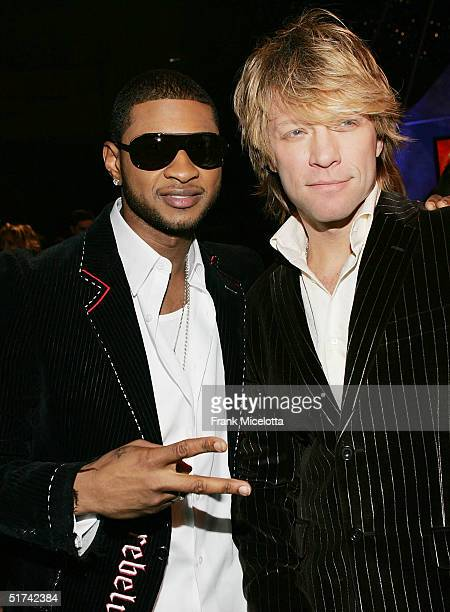 Singers Usher and Jon Bon Jovi talk in the audience at the 32nd Annual American Music Awards at the Shrine Auditorium November 14 2004 in Los Angeles...