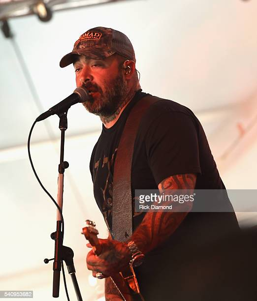 Singer/Songwriter Aaron Lewis performs during 2016 Windy City LakeShake Country Music Festival Day 1 at FirstMerit Bank Pavilion at Northerly Island...