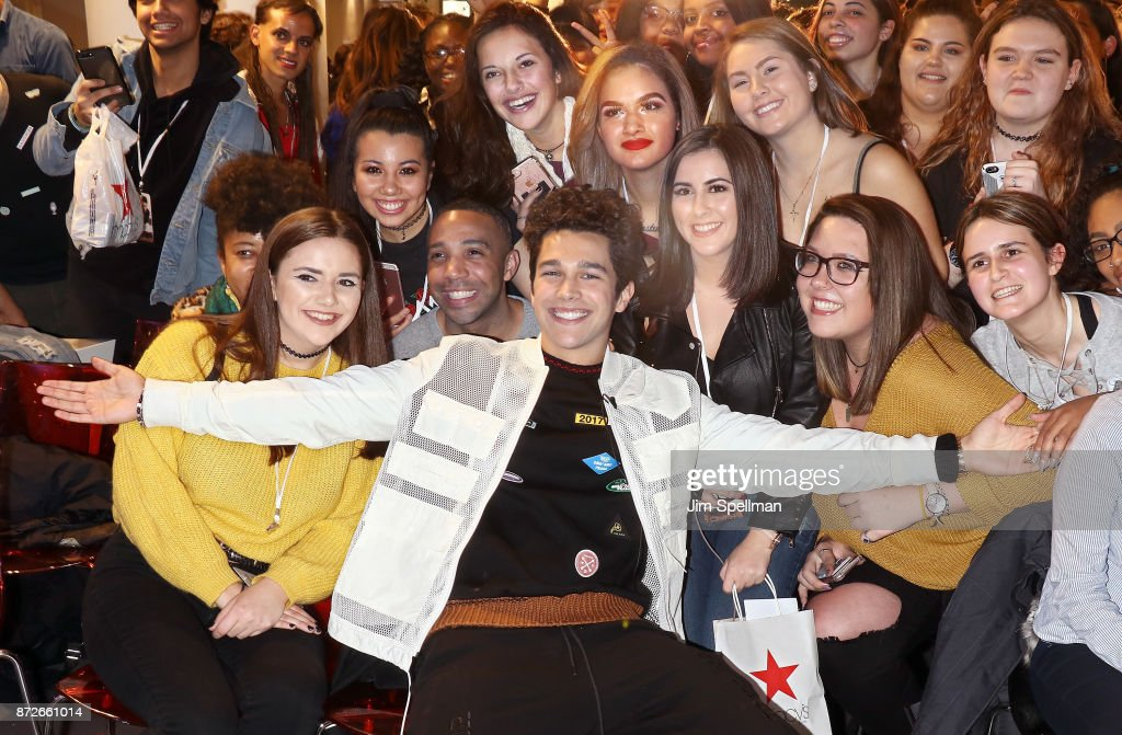 Austin Mahone Visits Macy's Herald Square : News Photo