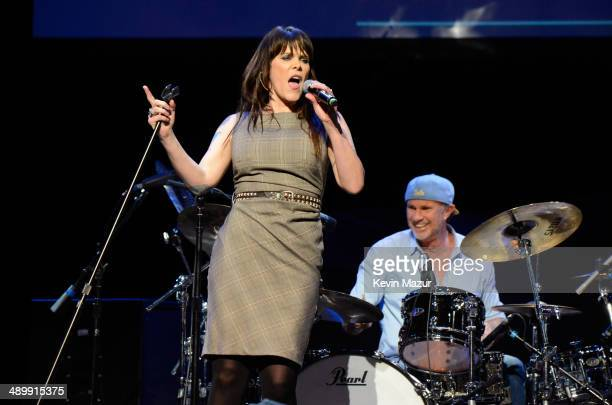 Singer/songwriter Beth Hart and musician Chad Smith perform at the MusiCares MAP Fund Benefit Concert at Club Nokia on May 12 2014 in Los Angeles...