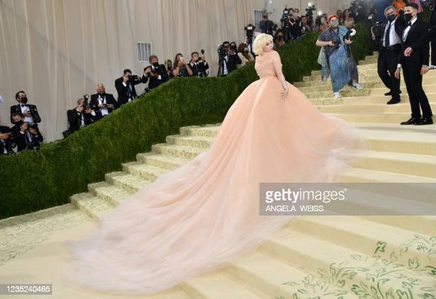 Singer/songwriter Billie Eilish arrives for the 2021 Met Gala at the Metropolitan Museum of Art on September 13, 2021 in New York. - This year's Met...