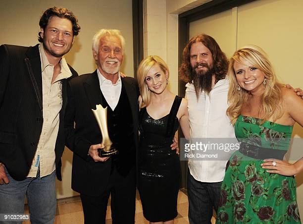 NASHVILLE TN SEPTEMBER 25 Singer/Songwriter Blake Shelton Recipient of Cliffie Stone Pioneer Award Kenny Rogers with Singers and Songwriters Kellie...