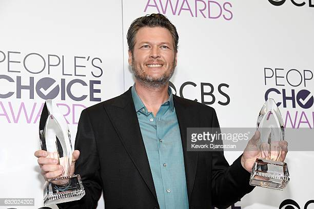 """Singer/Songwriter Blake Shelton, winner of the Favorite Male Country Artist Award and Favorite Album """"If I am Honest"""", poses with awards, backstage..."""
