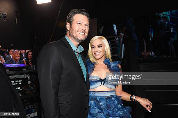 Singer/Songwriter Blake Shelton winner of the Favorite Male Country Artist Award and Favorite Album 'If I am Honest' poses with Gwen Stefani...