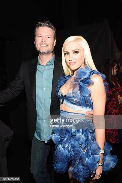 Singer/Songwriter Blake Shelton winner of the Favorite Male Country Artist Award and Favorite Album If I am Honest poses with Gwen Stefani backstage...