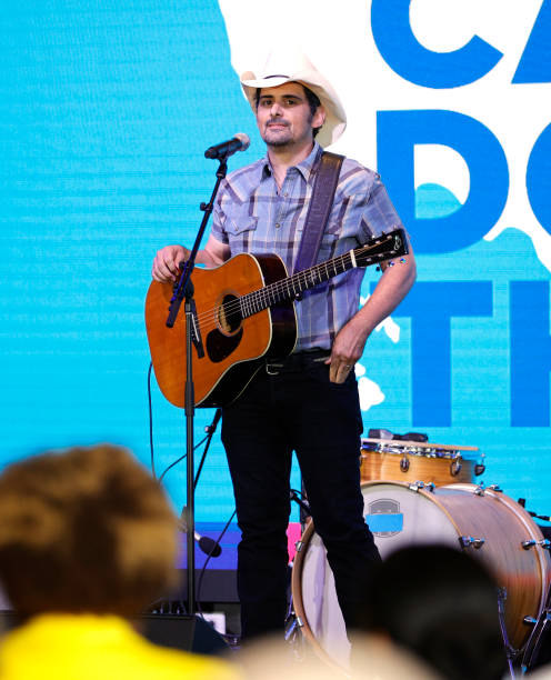 TN: First Lady Jill Biden Tours Pop-Up Vaccination Site With Singer-Songwriter Brad Paisley