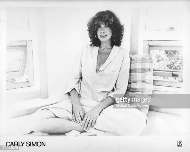 Singer/songwriter Carly Simon poses for a portrait in circa 1977