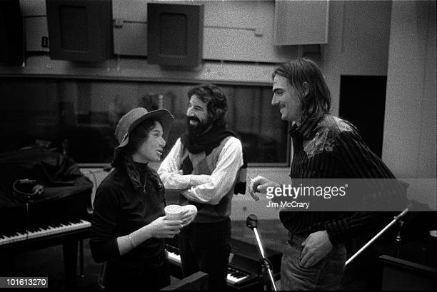 Singersongwriter Carole King with record producer Lou Adler and James Taylor during the recording of her album 'Tapestry' at AM Records Recording...