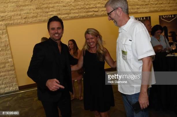Singersongwriter Charles Esten Patty Hanson and Scott Heuerman with BubbleUp take photos for Charles Esten's #OneSingleYear Celebration Concert at...