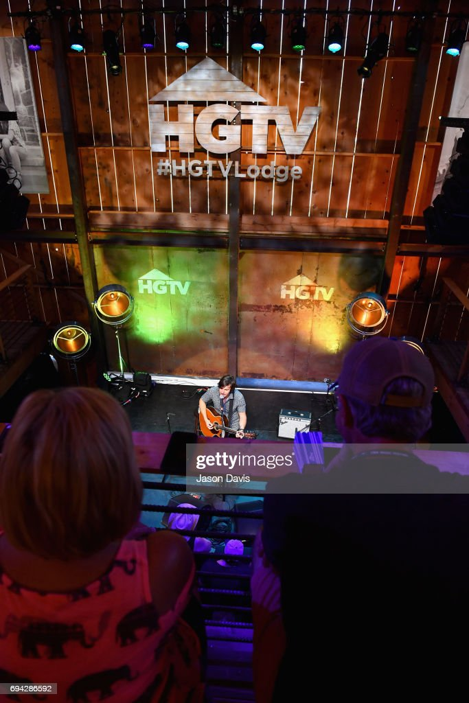 Singer-songwriter Charlie Worsham performs onstage at the HGTV Lodge during CMA Music Fest on June 9, 2017 in Nashville, Tennessee.
