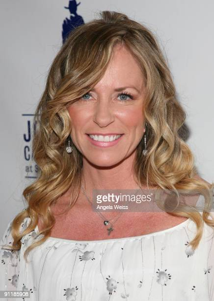 Singer/songwriter Deana Carter arrives at 'What A Pair 7' the seventh annual celebrity concert benefiting the John Wayne Cancer Institute at The...