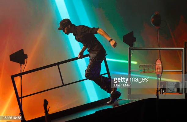 Singer/songwriter Enrique Iglesias runs down a ramp onstage as he performs on opening night of the Enrique Iglesias and Ricky Martin Live in Concert...
