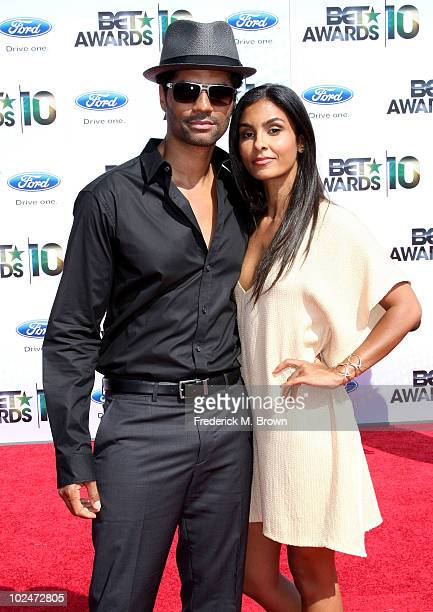 Singer/songwriter Eric Benet and Manuela Testolini arrive at the 2010 BET Awards held at the Shrine Auditorium on June 27 2010 in Los Angeles...