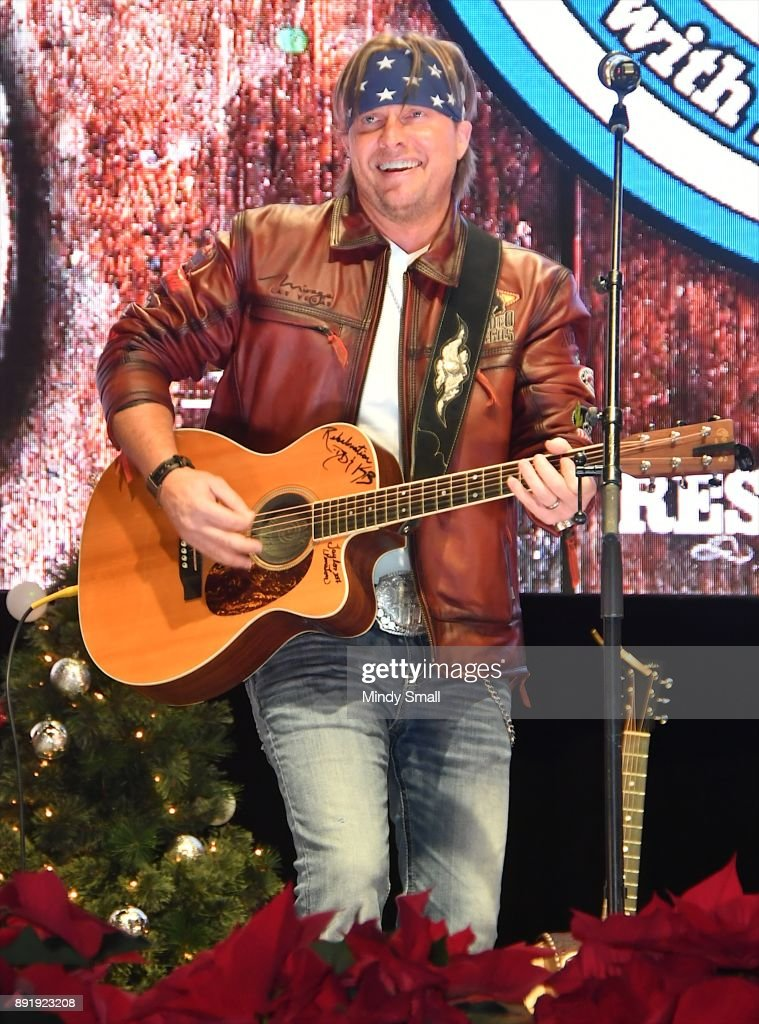 singersongwriter glen templeton performs during the keepin it country with daryle singletary - Country Christmas Las Vegas