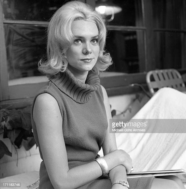 Singer/songwriter Jackie DeShannon poses for a portrait session at home in circa 1964 in Los Angeles California