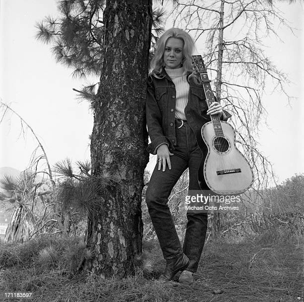 Singer/songwriter Jackie DeShannon poses for a portrait session with an acoustic guitar in circa 1967 in Los Angeles California