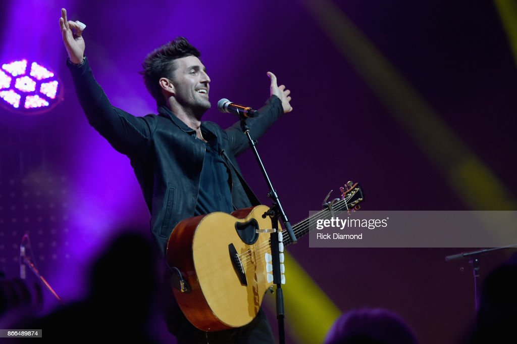 Singer/Songwriter Jake Owen performs at the 5th Annual Battle For The Bones at Wildhorse Saloon on October 25, 2017 in Nashville, Tennessee.