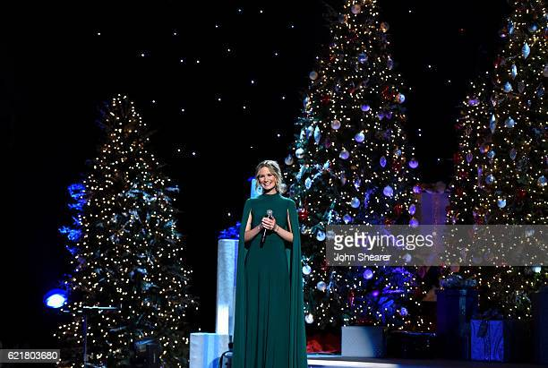Singer-songwriter Jennifer Nettles performs on stage during the CMA 2016 Country Christmas on November 8, 2016 in Nashville, Tennessee.
