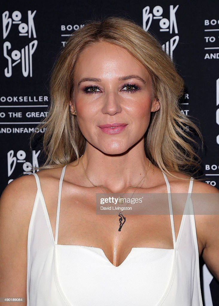 Singer-Songwriter Jewel Discusses And Signs Her New Book 'Never Broken: Songs Are Only Half The Story' : News Photo