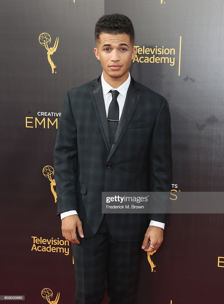 2016 Creative Arts Emmy Awards - Day 2 - Arrivals : Fotografía de noticias