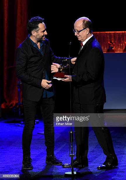 Singer/songwriter Jorge Drexler accepts the award for Best SingerSongwriter Album from composer Antonio Adolfo onstage at the 15th annual Latin...