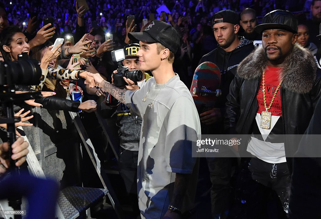 Singer/songwriter Justin Bieber (L) and professional boxer Floyd Mayweather Jr. attend an evening with Justin Bieber to celebrate the release of 'Purpose' at Staples Center on November 13, 2015 in Los Angeles, California.