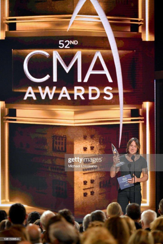 The 52nd Annual CMA Awards - Show : News Photo