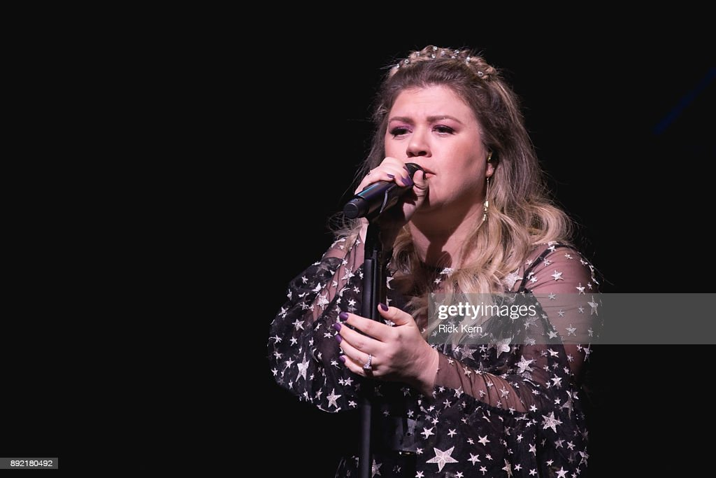 Merry Mix Show 2017 Featuring Kelly Clarkson : News Photo