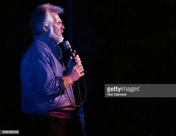 Singer/Songwriter Kenny Rogers performs at The OMNI Coliseum in Atlanta Georgia December 211986