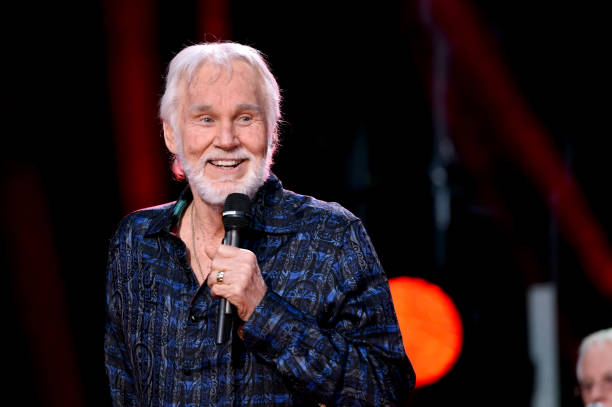 UNS: CMT MusiCares Airs a Tribute to Kenny Rogers