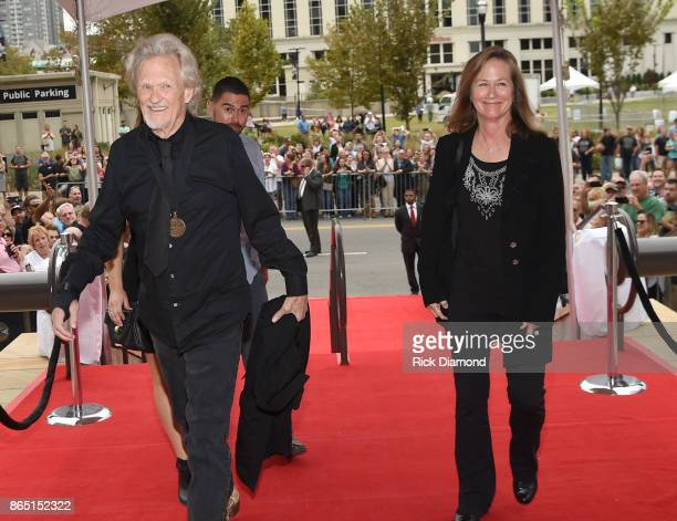 Singersongwriter Kris Kristofferson and wife Lisa Meyers attend the Medallion Ceremony to celebrate 2017 hall of fame inductees Alan Jackson Jerry...