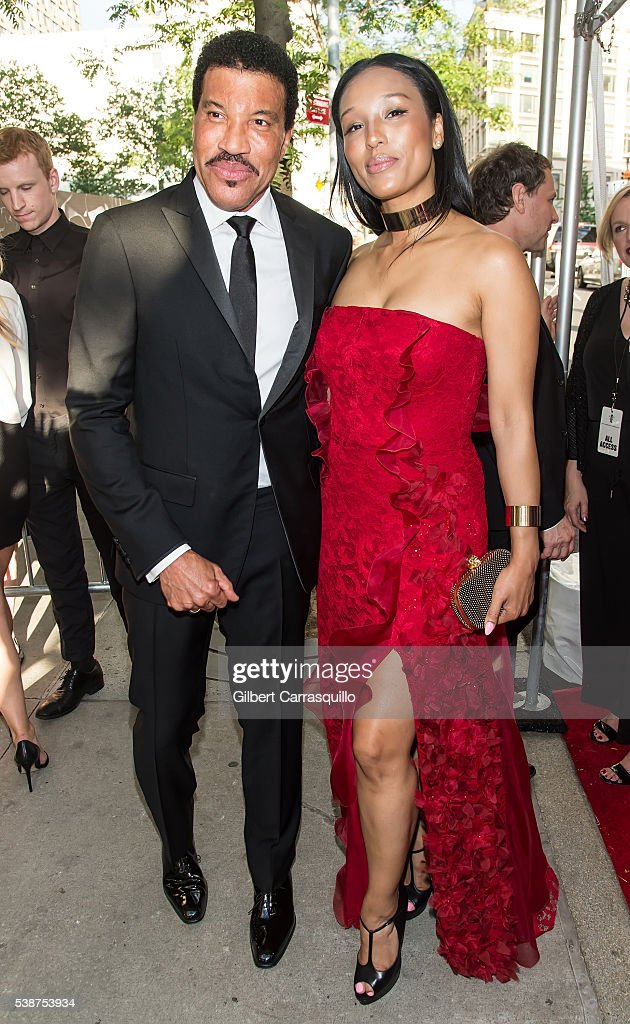 Singer-songwriter Lionel Richie (L) and Lisa Parigi attend 2016 Fragrance Foundation Awards at Alice Tully Hall at Lincoln Center on June 7, 2016 in New York City.