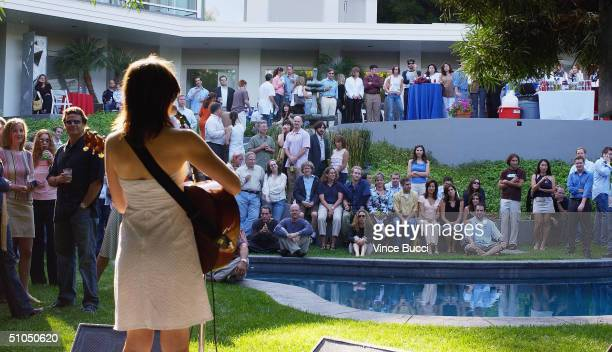 Singersongwriter Lisa Loeb performs a song at a fundraising barbeque for presidential candidate John Kerry at producer Hank Steinberg's house on July...