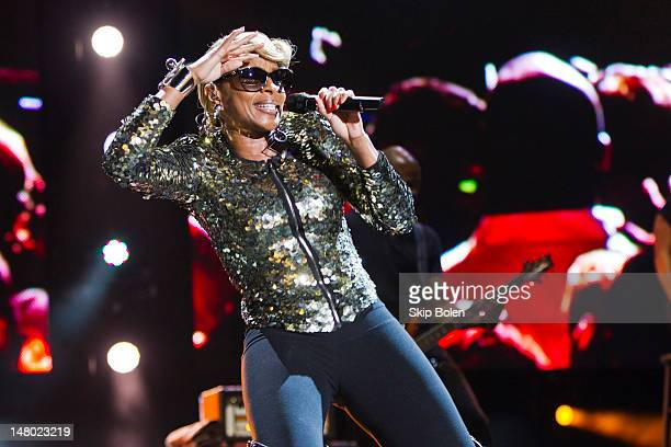 Singersongwriter Mary J Blige performs during the 2012 Essence Music Festival at Louisiana Superdome on July 7 2012 in New Orleans Louisiana