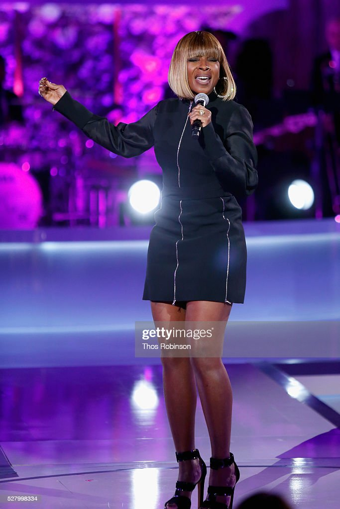 Singer-songwriter Mary J. Blige performs onstage at VH1's 'Dear Mama' Event on May 3, 2016 in New York City. Tune-in to VH1 on Sunday, May 8, 2016 at 9pm to watch 'Dear Mama'.