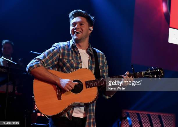 Singer/songwriter Niall Horan performs at the iHeartRadio Album Release Party With Niall Horan at iHeartRadio Theater on October 20 2017 in Burbank...
