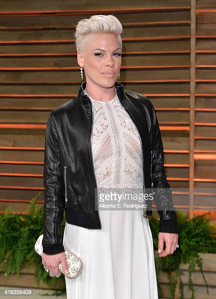 Singersongwriter Pink attends the 2014 Vanity Fair Oscar Party hosted by Graydon Carter on March 2 2014 in West Hollywood California