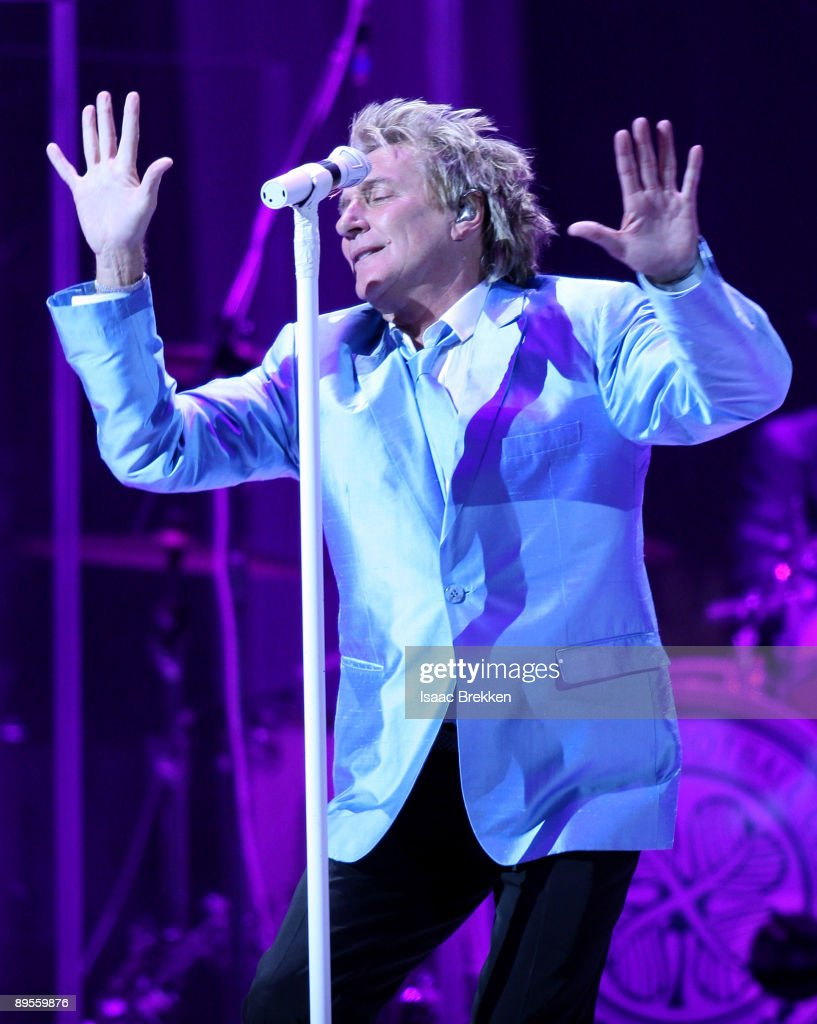 Singer/songwriter Rod Stewart performs at the MGM Grand Garden Arena August 1, 2009 in Las Vegas, Nevada.