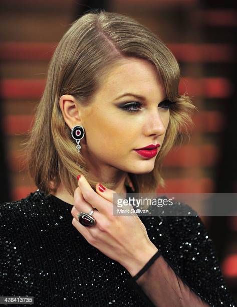 Singer/songwriter Taylor Swift arrives for the 2014 Vanity Fair Oscar Party hosted by Graydon Carter on March 2 2014 in West Hollywood California