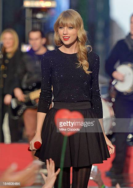 Singer/songwriter Taylor Swift peforms at ABC News' Good Morning America Times Square Studio on October 23 2012 in New York City