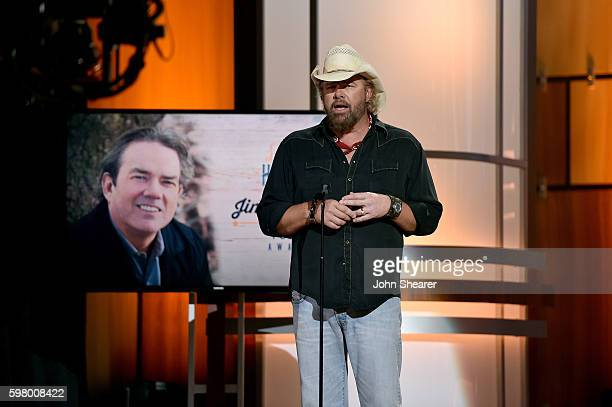 Singersongwriter Toby Keith presents singersongwriter Jimmy Webb with an award onstage during the 10th Annual ACM Honors at the Ryman Auditorium on...
