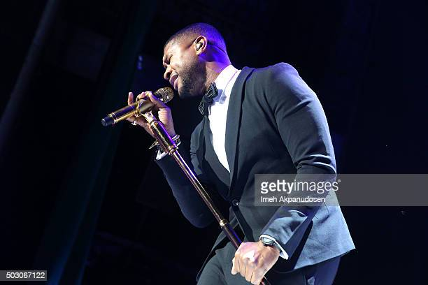 Singer-songwriter Usher performs on stage at the Samsung Pay New Year's Eve Party at The Fonda Theatre on December 31, 2015 in Los Angeles,...